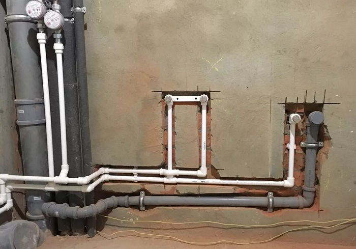 Установка труб канализации в Москве