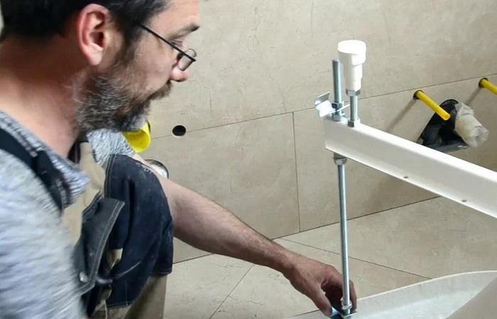монта ванны в санузле
