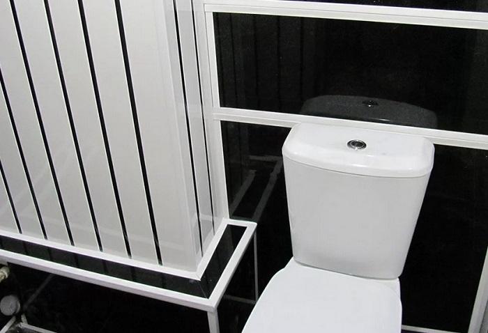 Отделка туалета пластиковыми панелями в Москве