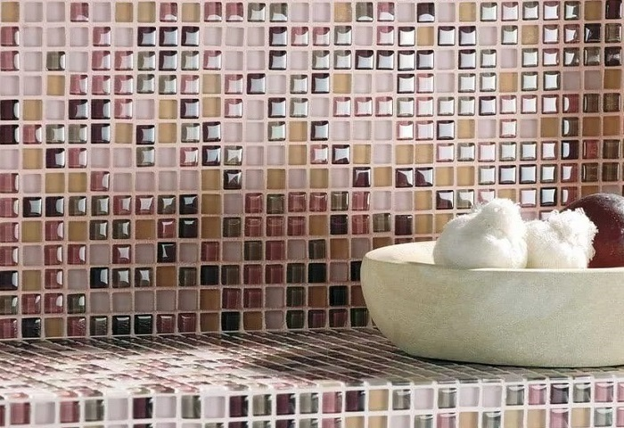 укладка плитки под мозаику стеклянной