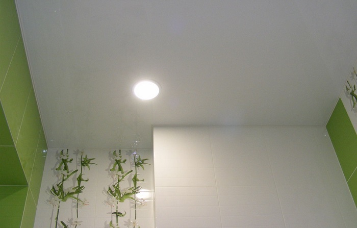 потолок матовый плюсы