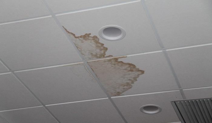протечки на потолке в ванной